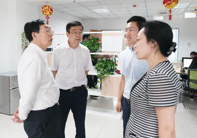 唐山市常务副市长胡国辉一行莅临创元教育参观指导