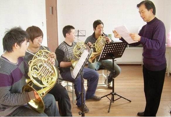 长岛音乐学院(现美国长岛大学)与2004年合作设立的全日制高等艺术学校